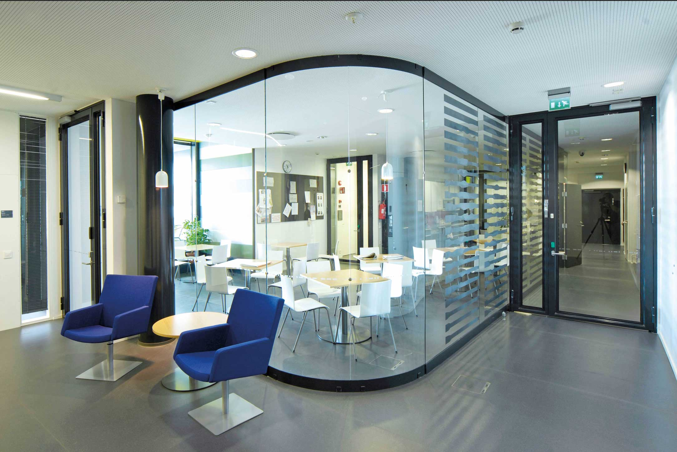 Scanmikael Movable curved glass walls_Office glass walls_Vellamo