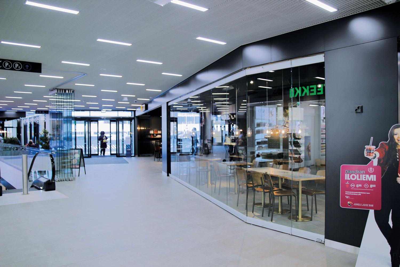 Scanmikael_Helglasräcke_flyttbar_glasvägg_Drumsö_metrostation_Helsingfors