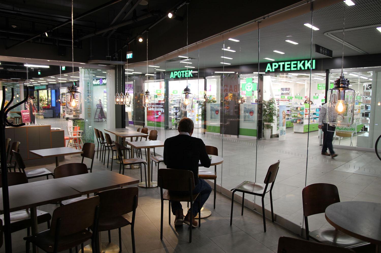 Scanmikael_Flyttbar_glasvägg_Apotek_metrostation_Helsingfors